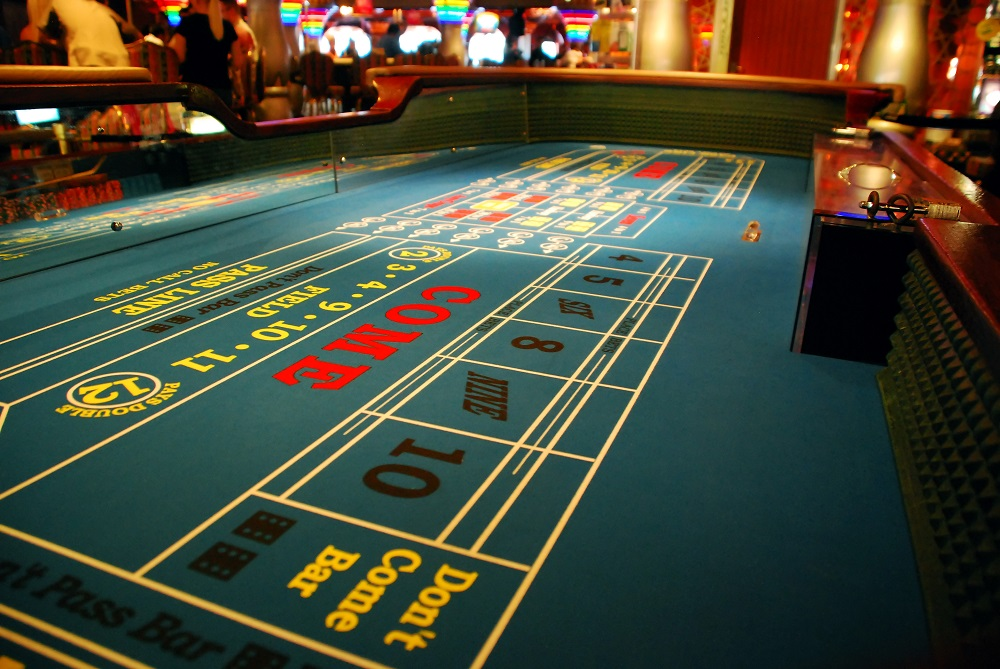 downtown vegas craps table
